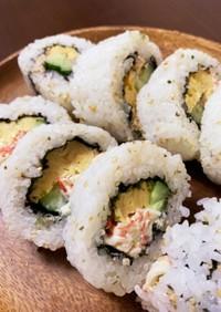 カニカマ・ツナマヨの2色サラダ太巻き