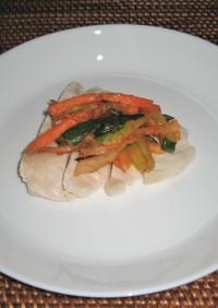 蒸した鶏むね肉と千切り野菜のキムチ風