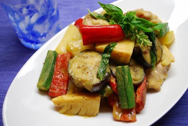 夏野菜のグリーンカレー炒め