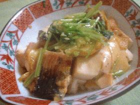 うなぎと豆腐と三つ葉の卵とじ
