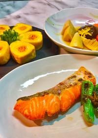 No2520和朝食、焼鮭、卵焼き、煮物