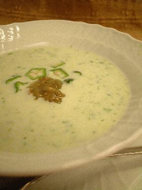 冷たいグリーンスープ