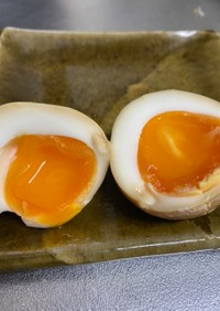 簡単煮卵☆ゆで玉子をめんつゆに入れるだけ