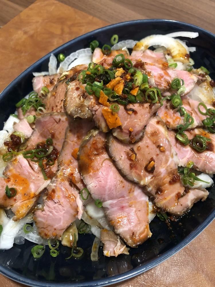 低温調理焼豚アレンジ①新玉葱のサラダ