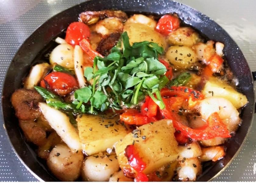 簡単☆海鮮とジャガイモのアヒージョ☆
