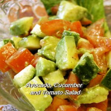 アボカド、きゅうりとトマトのサラダ