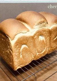 最近定番化した豆腐入り食パン2斤