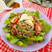 ピーカンナッツのジェノベーゼ風蕎麦サラダの写真
