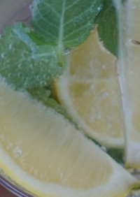 自家製レモンシロップで作るレモンサワー