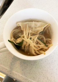 えのきとニラもやしの、水餃子スープ