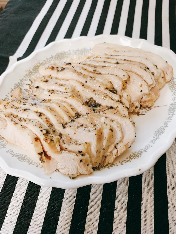 レンジで簡単しっとり自家製鶏ハム♡