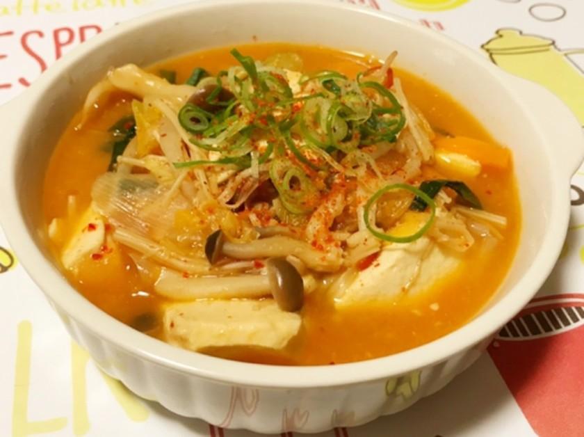 豆腐とキムチの野菜たっぷりチゲスープ