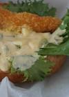 白身魚のフライサンドとタルタルソース