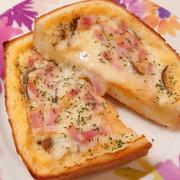 簡単だけど贅沢に*キッシュ風トーストの写真