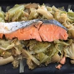 鮭と春キャベツの蒸し焼き