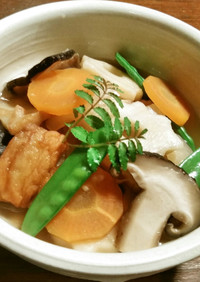 薩摩揚げ、竹輪麩、新玉葱、春人参の煮物