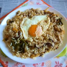 椎茸とあさりの炊き込みご飯のカフェ丼