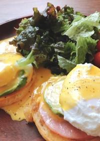 朝食にエッグベネディクト