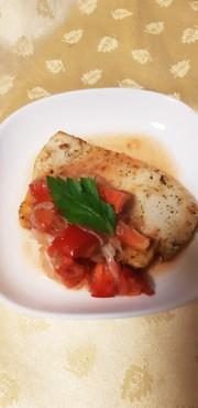 メカジキのソテー フレッシュトマトソースの写真