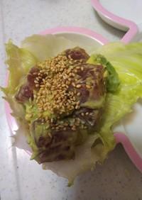 アボカドとマグロのレタス皿