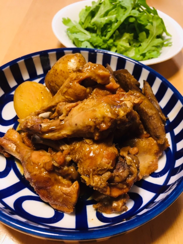アドボ(鶏肉の甘酢醤油煮)