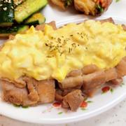 レンジで簡単*鶏の甘酢煮タルタル乗せの写真