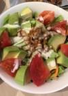 甘辛ひき肉とトマトとアボカドのサラダ