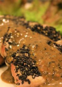 風味香ばしい豚ヒレ肉の黒ごまステーキ