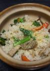 緑映える菜の花と五目炊き込みのご飯