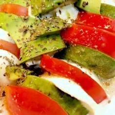 モッツァレラチーズとアボカドトマト