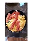 簡単朝ご飯黄色いお花畑で遊ぶソーセージ人