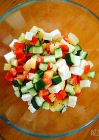 キウイと夏野菜の彩りサラダ