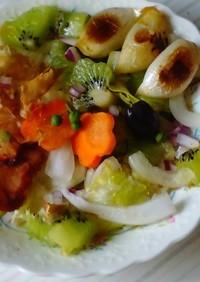 キウイ、新ニンニク、山椒の和風サラダ