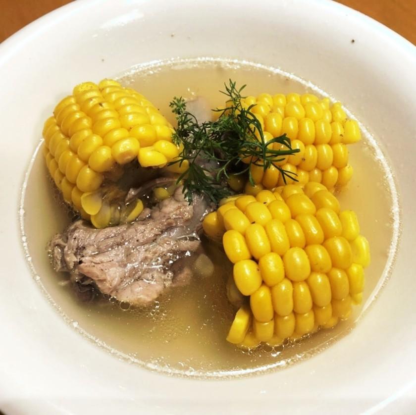 コーンとスペアリブの自然派あっさりスープ