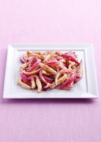 鶏むね肉と紫玉ねぎの深煎りごま炒め