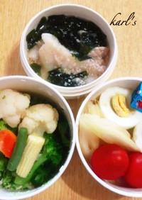 簡単弁当水餃子スープ温野菜サラダ