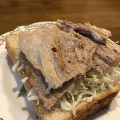 豚肉のオープンサンド