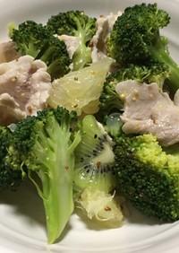 ブロッコリーと豚肉のフルーツ入りサラダ