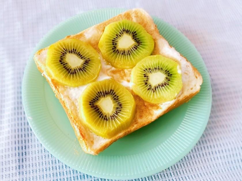 キウイのさわやか☆チーズケーキ風トースト