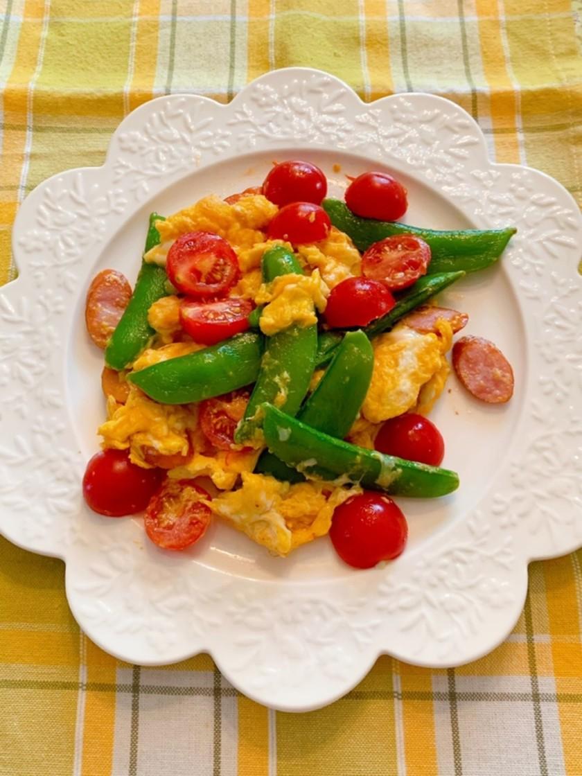 トマト、スナップえんどうと卵のマヨ焼き