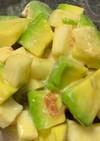 アボガドと山芋の梅肉和風サラダ