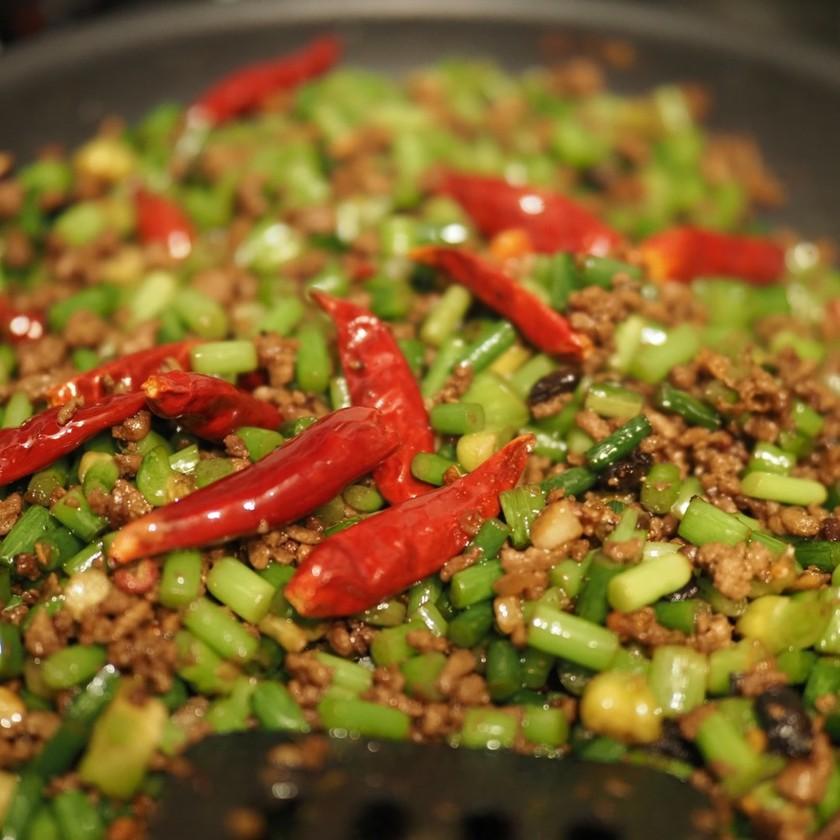 苍蝇头(サンイントウ)=蒜苗&挽き肉炒め