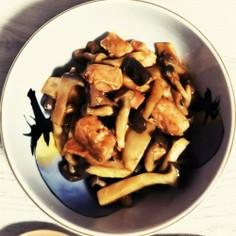 ❇️鮭とキノコ❇️の赤味噌バター炒め
