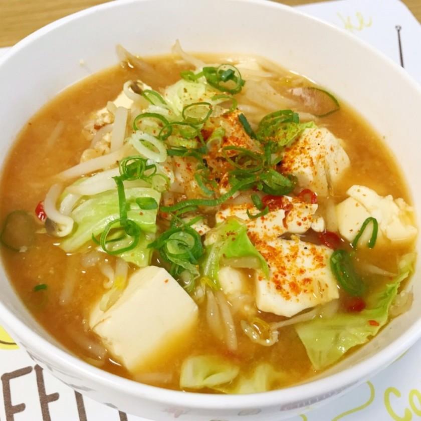 豆腐ともやしの味噌ラーメン風スープ