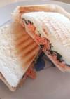 ホットサンド(鮭フレーク 海苔 チーズ)