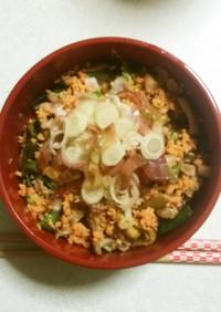 野菜ときのこと鮭の黒酢炒めとろろ丼