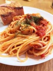 ツナのトマトソースパスタの写真