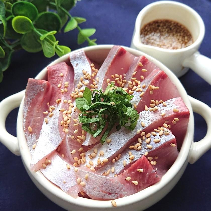 ヒラマサ丼の旨タレ添え(魚、刺身)