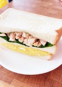 大葉とパクチーの鶏たまサンドイッチ