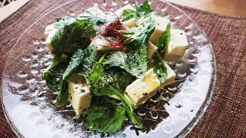 バジルと豆腐のサラダ